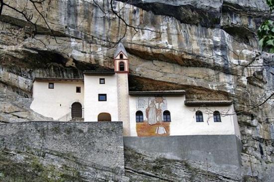 Tu viện trên vách núi