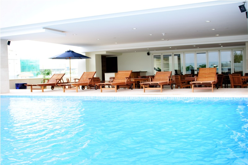 Sang chảnh bể bơi 4 mùa tại chung cư Starcity