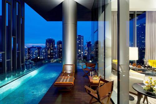 Ngắm căn chung cư có ban công là bể bơi