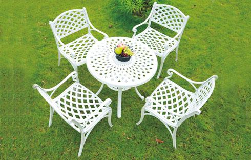 Những mẫu bàn ghế sân vườn tuyệt đẹp nhất định phải sở hữu trong mùa hè này