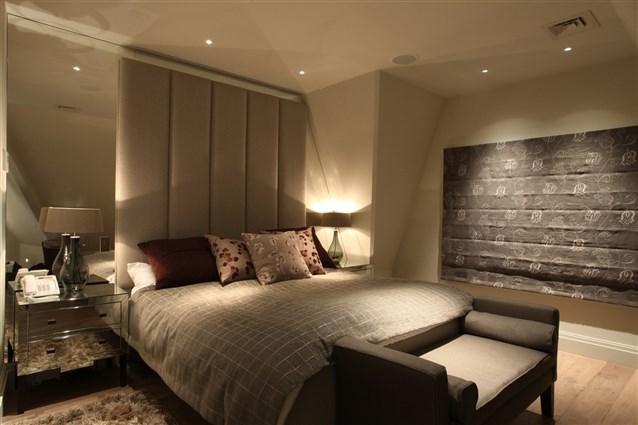 Gợi ý cách bố trí đèn trang trí cho không gian phòng ngủ gia đình