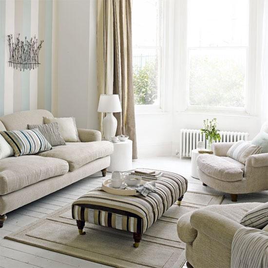 Thiết kế phòng khách với màu kem và màu be