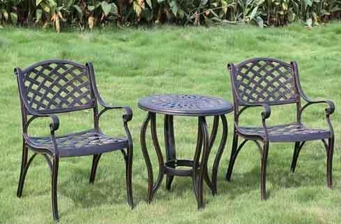 Ưu nhược điểm của bộ bàn ghế ngoài trời giá rẻ hiện nay