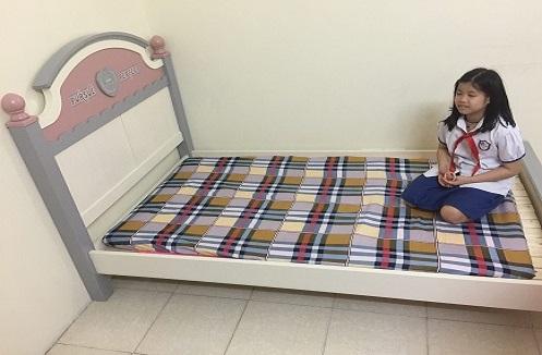 Hoàn thiện giường ngủ hiện đại cho tiểu thư cá tính tại nhà chị Huệ