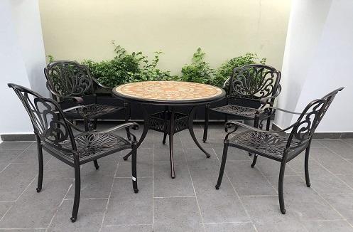 Hoàn thiện bộ bàn ghế sân vườn đơn giản hiện đại tại nhà chị Tuyền