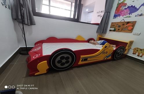 Hoàn thiện giường ngủ ô tô nhập khẩu cho bé trai mê tốc độ tại nhà chị Hòa