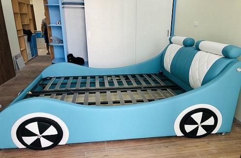 Hoàn thiện giường ngủ bọc da cao cấp cho bé yêu ô tô tại nhà chị Quỳnh