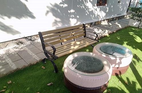 Hoàn thiện ghế dài sân vườn thiết kế thanh lịch tại nhà anh Minh