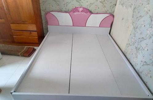 Hoàn thiện giường ngủ công chúa cho bé gái tại nhà anh Dũng