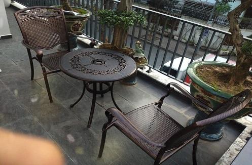 Hoàn thiện bộ bàn ghế ban công cao cấp tại nhà anh Hiếu