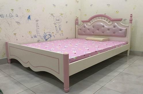 Hoàn thiện giường ngủ cho bé gái đáng yêu tại nhà anh Nghĩa