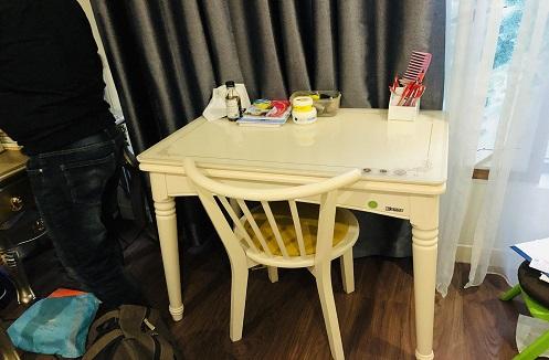 Hoàn thiện bàn học gỗ cao cấp cho bé tại nhà cô Vân