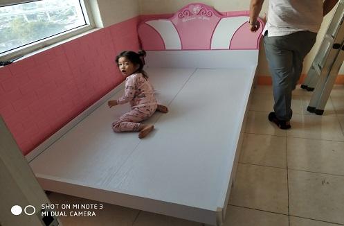 Hoàn thiện giường ngủ công chúa cho bé gái tại nhà anh Hải