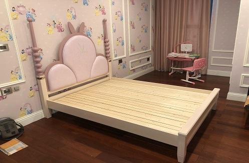 Hoàn thiện giường ngủ cho bé gái xinh xắn dễ thương tại nhà chị Huyền