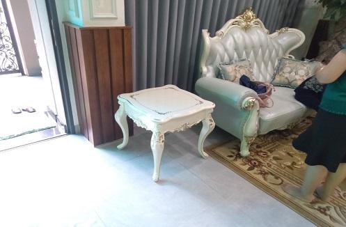 Hoàn thiện bàn trà vuông phòng khách tân cổ điển tại nhà anh Hóa
