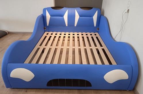 Hoàn thiện giường ngủ cho bé bằng da dáng ô tô tại nhà anh Hòa