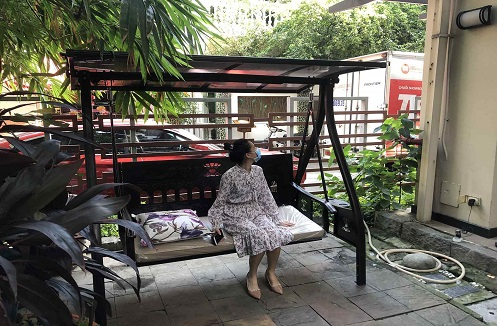 Hoàn thiện xích đu ngoài trời hiện đại cao cấp tại nhà chị Phong Lan