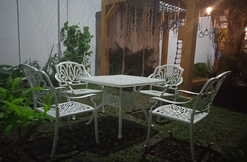 Hoàn thiện bộ bàn ghế sân vườn nhập khẩu tại nhà chị Tiên