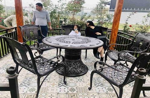 Hoàn thiện bộ bàn ghế sân vườn cao cấp sang trọng tại nhà anh Thăng