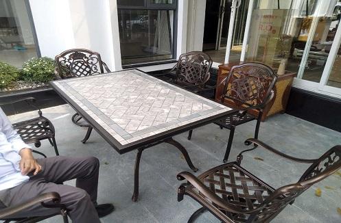 Hoàn thiện bộ bàn ghế sân vườn hiện đại đẳng cấp tại nhà anh Công