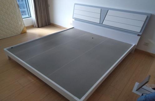 Hoàn thiện giường ngủ và tab đầu giường tại nhà chị Nguyên