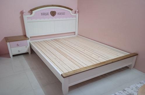 Hoàn thiện giường ngủ hiện đại cho tiểu thư cá tính tại nhà chị Thư