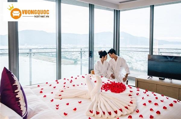 Các cách trang trí phòng cưới bằng hoa hồng đầy lãng mạn